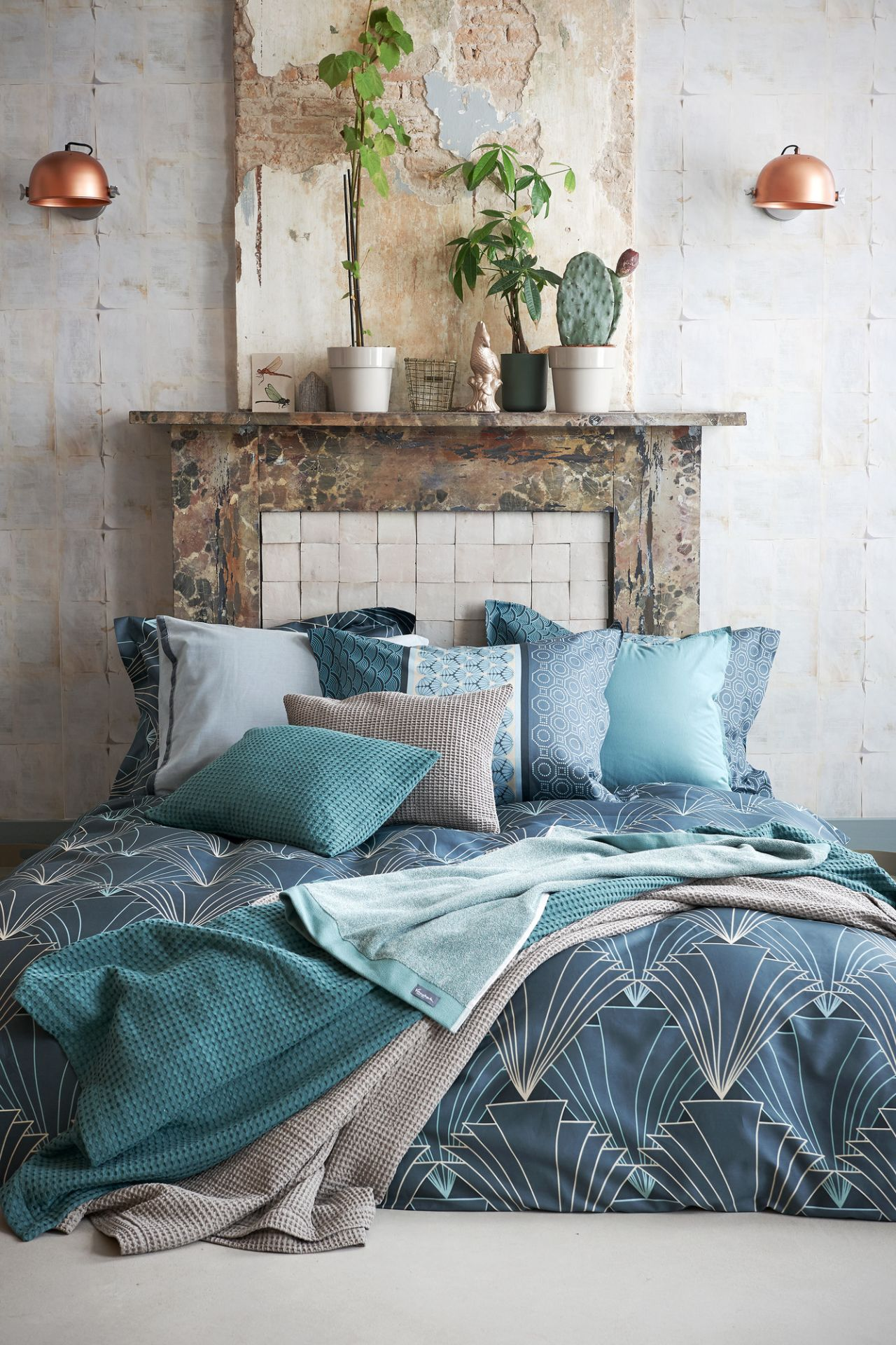 VanDyck bedtextiel Alpha, Style 166 Vintage green, Washed cotton 166 vintage green, Pure 16 184 faded denim, Home 71 048 Sand, Home pique waffel 166 vintage green bij Slaapkenner Rademakers in [[plaatsnaam]